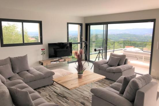 Villa Contemporaine de 180m²sur un terrain de 3100m² env.